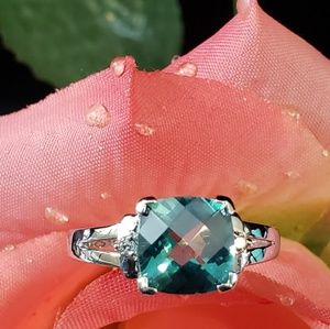 Jewelry - Nice! Solid 10kt W Gold &  Green Topaz Ring